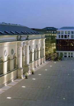 STrauma Landschaftsarchitektur Berlin landscape architects Marstallplatz München bei Nacht erleuchtet