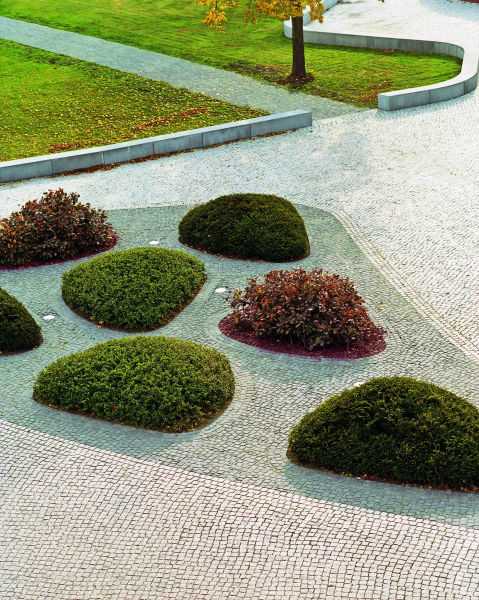 STrauma Landschaftsarchitektur Berlin landscape architects Rathausplatz Hennigsdorf Pflanzelemente