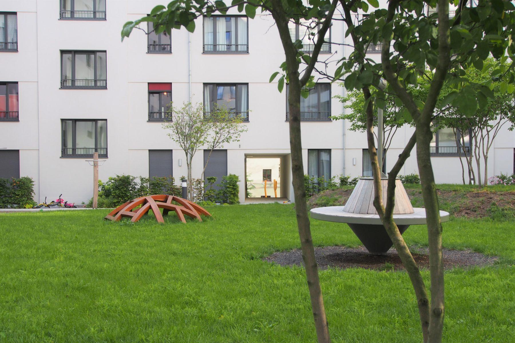 STrauma Landschaftsarchitektur Berlin landscape architects Beuthstrasse Berlin Spielplatz und Rasenfläche