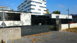 STrauma Landschaftsarchitektur Berlin landscape architects Fraunhofer Institut Darmstadt Eingang mit Laub