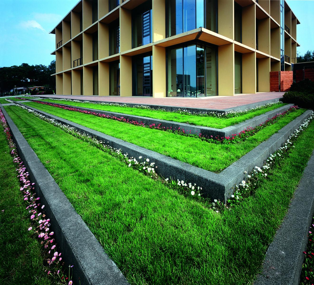 STrauma Landschaftsarchitektur Berlin landscape architects Sparkassenakademie und Seminarhotel Lichtenwalde Rasenstufen