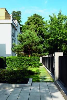 STrauma Landschaftsarchitektur Berlin landscape architects Brahmsstrasse Berlin Wege und Hecken