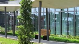 STrauma Landschaftsarchitektur Berlin landscape architects E Plus Düsseldorf Pflanzung und Bank