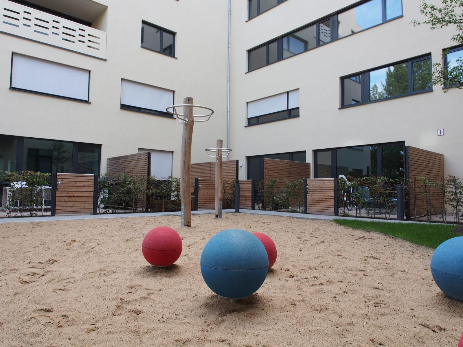 STrauma Landschaftsarchitektur Berlin landscape architects Enckestraße Berlin Spielplatz Privatgarten Vorplatz